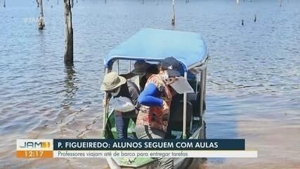 Em Presidente Figueiredo, professores viajam de barco para entregar atividades de alunos