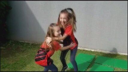 Irmãs recriam gol do título do Athletico na Copa do Brasil