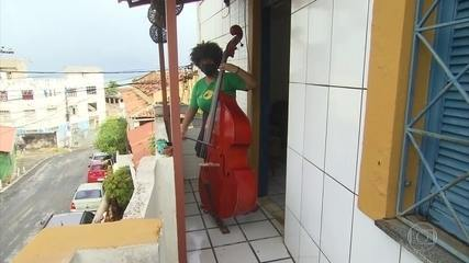 Projeto social leva música clássica para comunidades em meio à pandemia