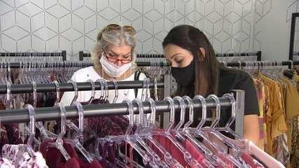 Empresária se reinventa para manter loja de roupas em SP
