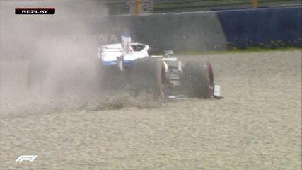 Russell vai para fora da pista no GP da Estíria