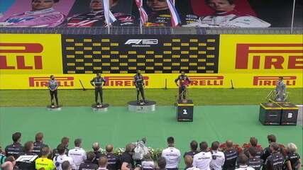 Robôs levam troféus aos pilotos no pódio do GP da Estíria