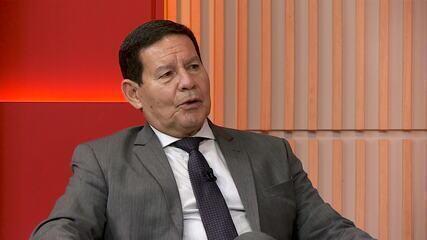 'Combate ao coronavírus foi politizado desde o primeiro momento', diz vice-presidente