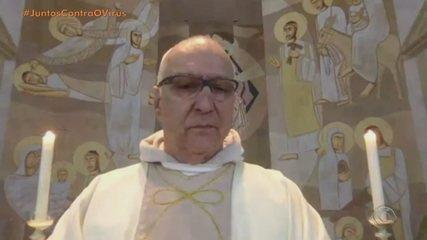 'Mandem a polícia, estamos sendo assaltados', pede padre durante missa em São Leopoldo