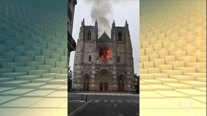 Incêndio atinge catedral em Nantes, na França