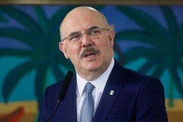 Ministro da Educação, Milton Ribeiro, diz em rede social que está com Covid-19