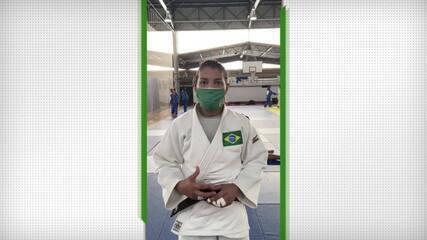 """Sarah Menezes festeja volta aos treinos, mas se preocupa com pandemia: """"Momento delicado"""""""