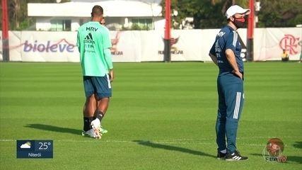Flamengo treina sob comando do técnico Maurício Souza