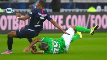 Mbappé sofre entrada violenta e deixa o campo chorando na final da Copa da França