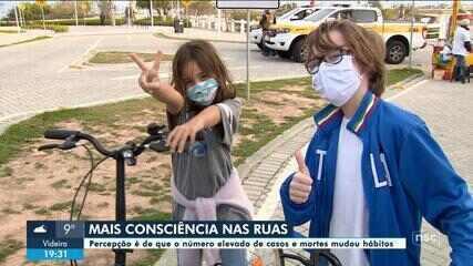 Com aumento de mortes por Covid-19, moradores de Florianópolis mudam hábitos