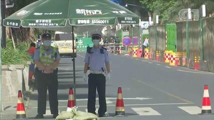 Acesso é restrito nas proximidades do Consulado dos EUA, em Chengdu, na China
