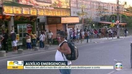 Caixa econômica amanhece com filas de pessoas que buscam auxílio emergencial