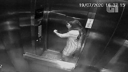 Câmeras de segurança mostram médica em elevador momentos antes da queda em apartamento