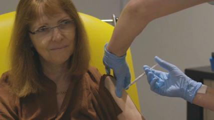 Empresa diz que vacina de Oxford progride na fase final
