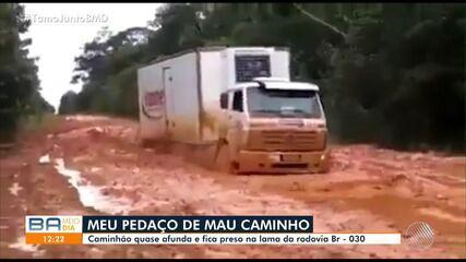 Motoristas reclama do perigo ocasionado por lama da rodovia BR - 030