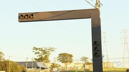 Pedestres e motoristas reclamam de semáforo desligado em avenidas em Rio Preto