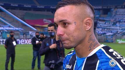 Everton se emociona após título pelo Grêmio e fala em despedida