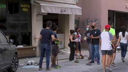 Vassouras viram um símbolo de reconstrução no Líbano
