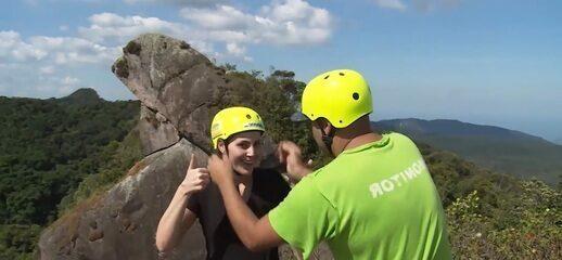 Reveja: Jessica faz rapel na Pedra do Sapo