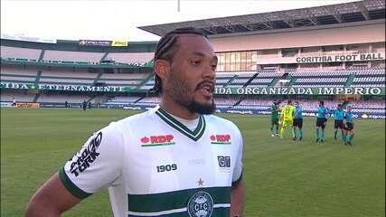 Sabino dedica gol ao preparador físico do Coxa, que se recuperou da Covid-19