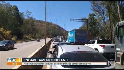 Acidente entre 5 veículos deixa o trânsito complicado no Anel Rodoviário