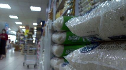 Produtos essenciais do cardápio dos brasileiros, como arroz e feijão, estão mais caros