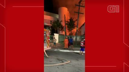 Incêndio de grandes proporções atinge Casarão dos Fabricantes, no Centro de Fortaleza