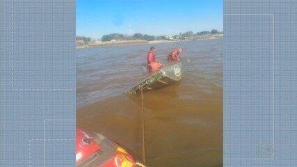 Barco com 12 pessoas vira no Rio Araguaia, Goiás