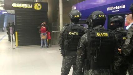 Negociadores do Gate libertam mulher mantida refém em estação do Metrô em SP