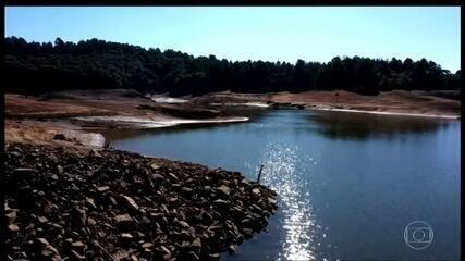 Clima seco deixa em alerta os sistemas de abastecimento de água de São Paulo e Curitiba