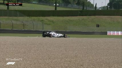 Kvyat foge da pista no final do segundo trimestre em treinamento oficial para o GP de Fórmula 1 da Toscana