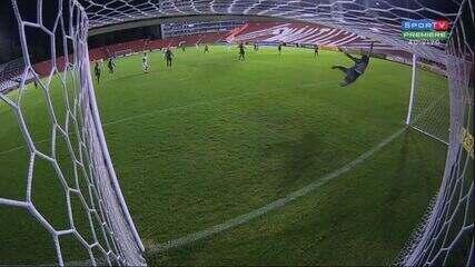 Rhaldney marca pelo Náutico contra o Botafogo-SP