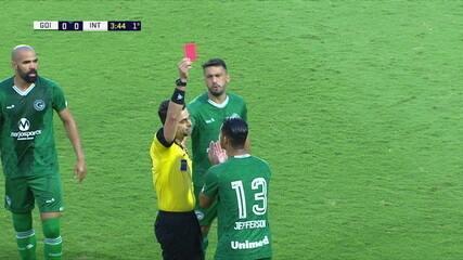 Cartão vermelho para o Jefferson do Goiás, aos 3 do 1º tempo.