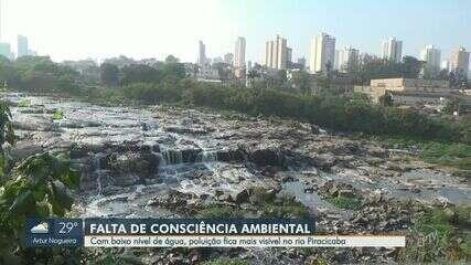Baixo nível do Rio Piracicaba expõe quantidade de sujeira