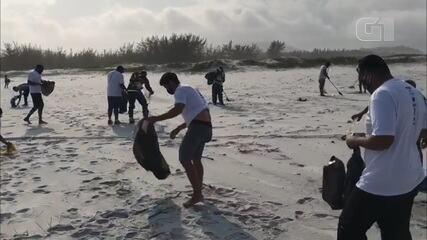 Mutirão recolhe 2 toneladas de lixo da Praia Grande, em Arraial do Cabo, no RJ