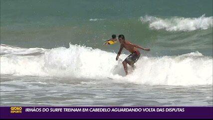 Irmãos surfistas voltam aos treinos no aguardo das competições oficiais