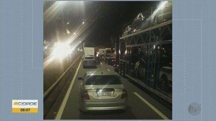 Engavetamento entre cinco caminhões deixa feridos na Fernão Dias