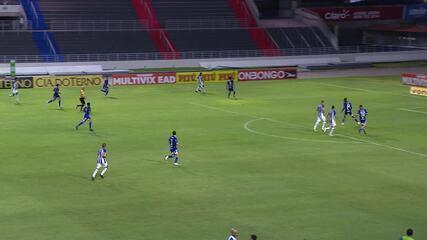 Gol do CSA! Pedro Lucas recebe cruzamento livre e cabeceia para o gol, aos 26 min do 2T