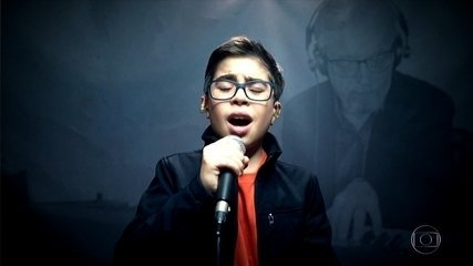 Lucas Mohallem canta 'Set Fire To The Rain'