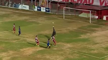 Gol de cobertura de Bruninho em Deola