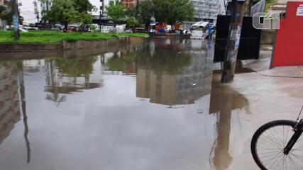 Chuva forte provoca alagamento na Muzema