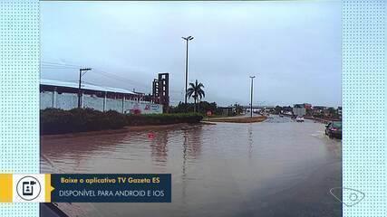 Trevo de Ponta da Fruta, em Vila Velha, ficou alagado