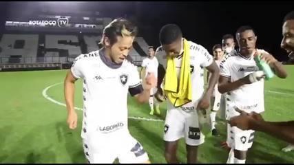 Honda se diverte e samba após classificação do Botafogo