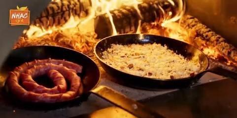 Arroz gratinado com linguiça e milho tostado