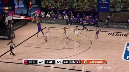 Ponte aérea dos Lakers! Rajon Rondo lança para Anthony Davis, que completa debaixo da cesta: 53 a 42.
