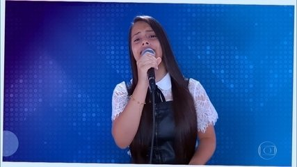 "Natielly Rocha canta ""Girassol"""