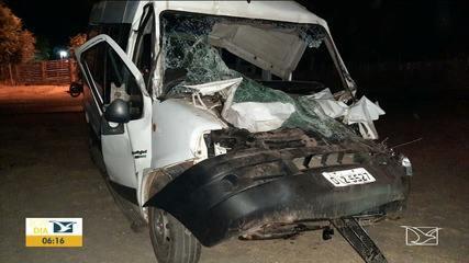 PM apreende mercadoria ilegal após acidente na BR-222