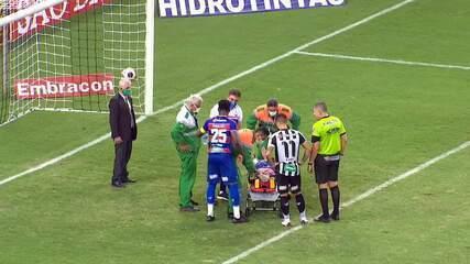 Bruno Melo abre o placar para o Fortaleza, mas fica caído com Bruno Pacheco após pancada