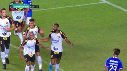 Gol do Sport! Após a cobrança de Thiago Neves na área, Marcão Silva faz o cabeceio forte e amplia, aos 8 do 2º tempo