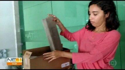 Estudante compra computador pela internet e recebe pedaço de madeira no lugar
